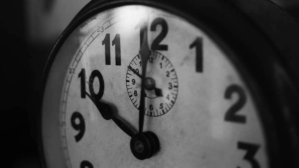 clock-face-showing-10pm-time-to-go-to-bed-on-time-min